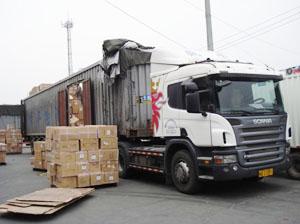 韵风物流自备大型进口车辆并提供便捷,可靠的货运业务和代收货款服务。