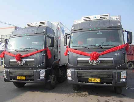 提供各种封闭式 半封闭式运输车辆三十余辆